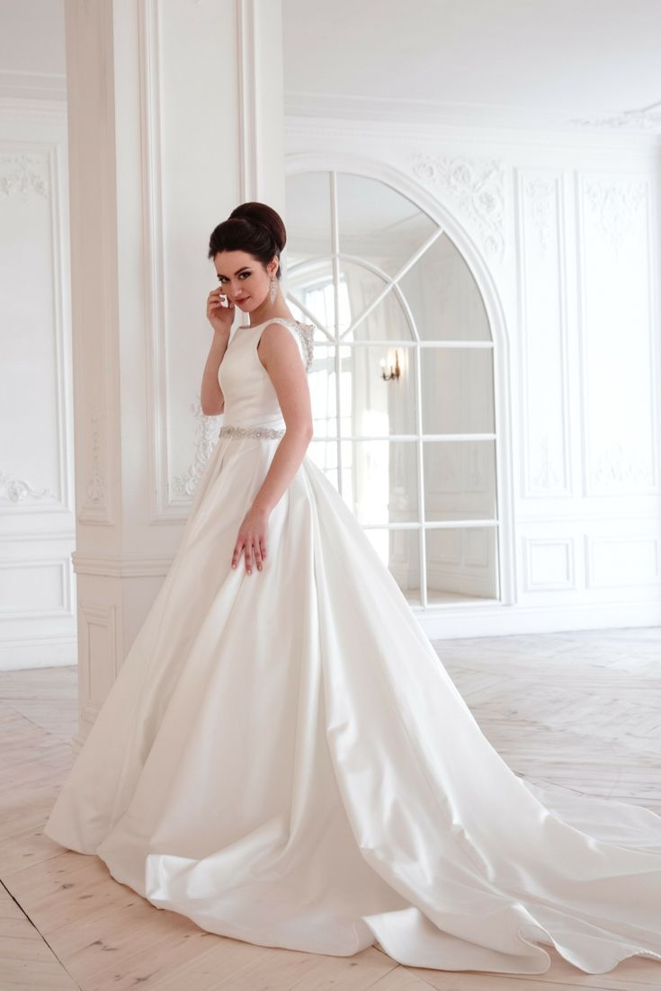 Try To Get Inspirations For Your Very Own Wedding Gown Using Our Huge Wedding Dress Images Gallery Wedding Dresses Huge Wedding Dresses Amazing Wedding Dress
