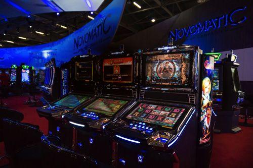 New Slot, Vlt, Sale da gioco, Casinò, Scommesse, Poker, Bingo e Giochi online; ecco Novomatic, azienda leader nel settore del gaming, non solo nella produzione di New Slot e Vlt, ma anche nella gestione di Sale da gioco e Sale dedicate.
