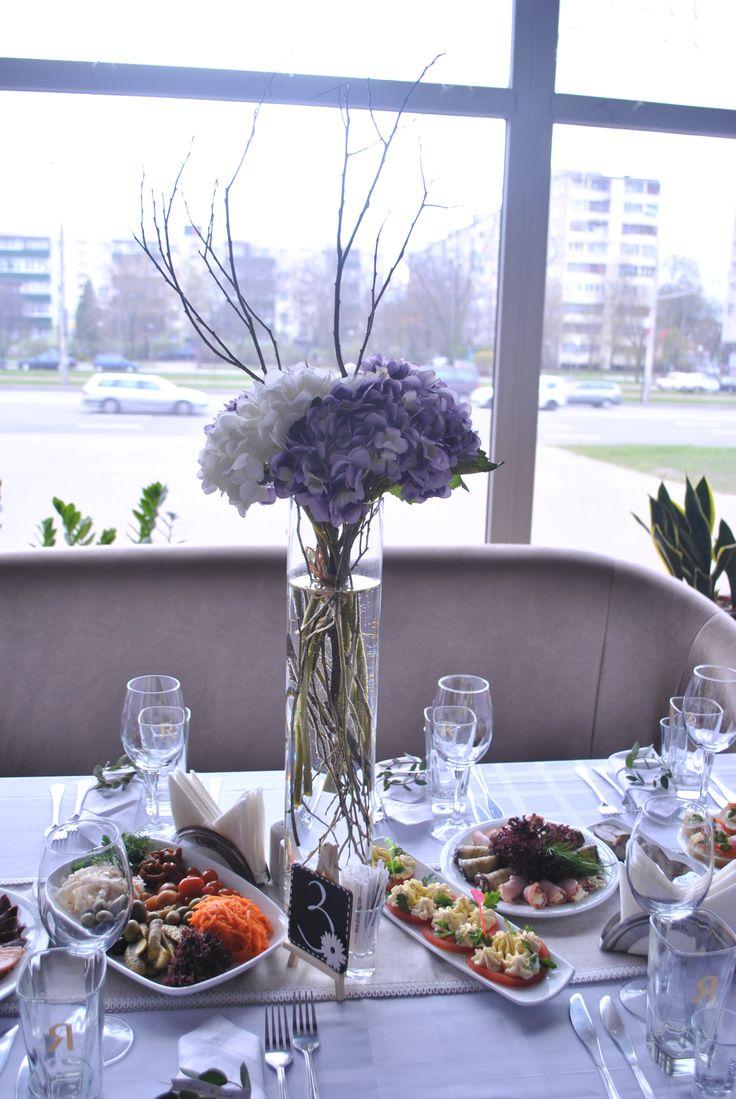 High floral arrangements on the guests table. Are made of decorative flowers of a premium class. Высокие вазы на гостевые столы с ветками и искусственными цветами премиум класса.