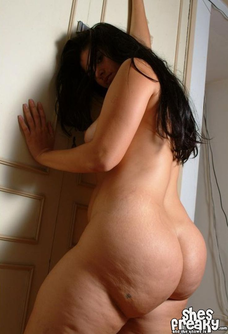 Nude full figured arab woman photo