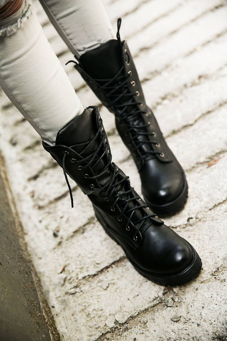 Close-fitted line. Lace-up closure. Track sole. Heel Height 4cm. Boot Height 2 cm. https://www.modaboom.com/product-271.html