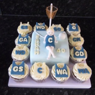 Netball Cake!! I flaming want this!!