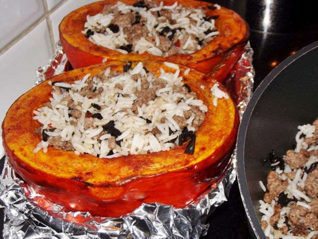 Stuffed Squash with Rice, Mushrooms and Ground Beef
