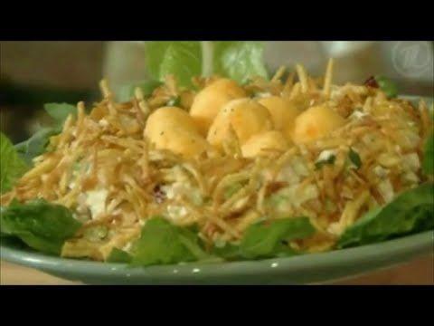 """ВКУСНЫЙ САЛАТ """"ПТИЧЬЕ ГНЕЗДО"""".  РЕЦЕПТ ЕЛЕНЫ ЧЕКАЛОВОЙ Менее калорийный, с домашним майонезом и творогом, твердым сыром, яблоком, сельдереем, грецкими орехами, салатными листьями, жареной картошкой, с куриным филе"""