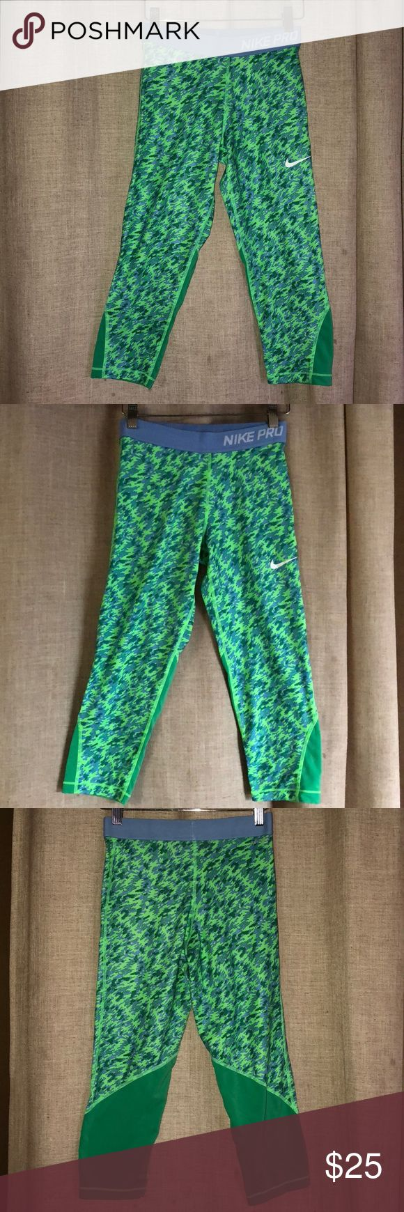Nike Pro Capri leggings Perfect to wear if you're looking for something light yet fitting, has a camo design. Great for hikes, and looks even better on. Never wore. Size : XL Nike Pants Capris