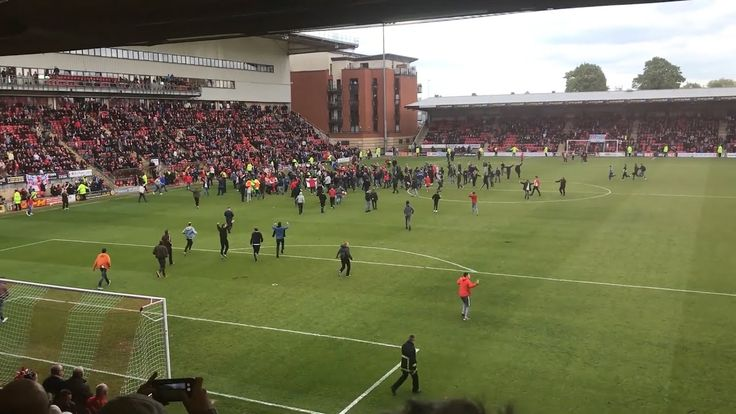cool Leyton Orient Fans Invade Pitch In Protest During Match Against Colchester Check more at http://www.matchdayfootball.com/leyton-orient-fans-invade-pitch-in-protest-during-match-against-colchester/