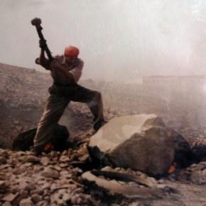 El último picapedrero de Carabayllo (Foto: Armando López)  Referencia: http://www.jironlima.com/?p=424