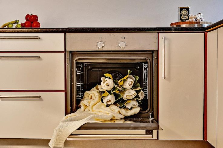Vacant home staging by Busy Bees Boligstyling. Flowers in the oven.