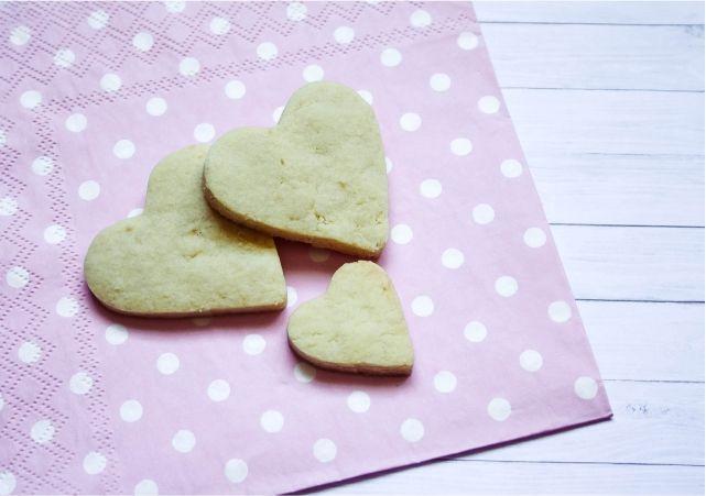Vanilla Heart Cookies #food #dessert #foodblog #foodblogger #meal #mealidea #baking #cookies #bakingrecipe #recipe #sugarcookies
