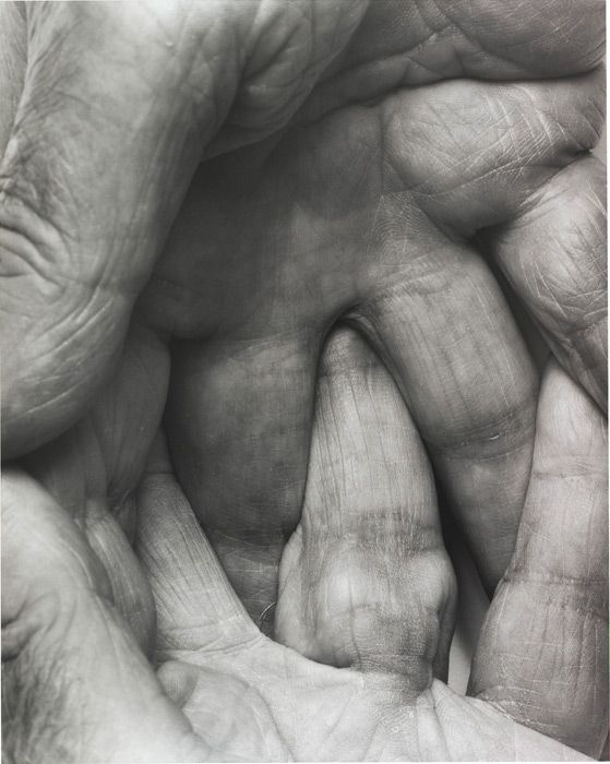 """Dans combien de leçons Feldenkrais demande-t-on aux élèves: """"entrelacez vos doigts de mains ensemble svp"""".... John Coplans, Interlocking Fingers No. 6, 1999"""