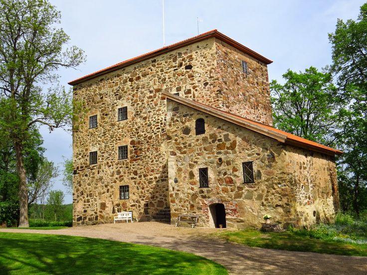 Kuitian kartanolinna Kuitian kivilinna on vanhin Suomessa säilynyt kartano. Fleming-suvun rakennuttama linna valmistui 1400-luvun lopulla, eikä ollut sitten kuuden vuoden takaisen visiittini muuttunut miksikään. Jo aiemmin Kuitia mainitaan asuttuna kartanona 1400–luvun alussa.