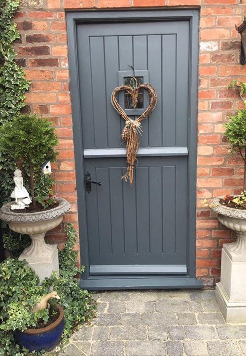 Farrow and Ball Railings Door: Farrow and Ball front doors Christmas Style!