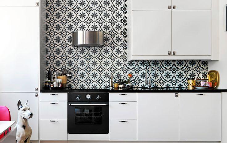 Kök och vitvaror från Ikea, med mönstrat kakel