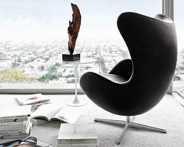 egg chair by arne jacobsen from fritz hansen and tulip side table by eero saarinen from knoll. Black Bedroom Furniture Sets. Home Design Ideas