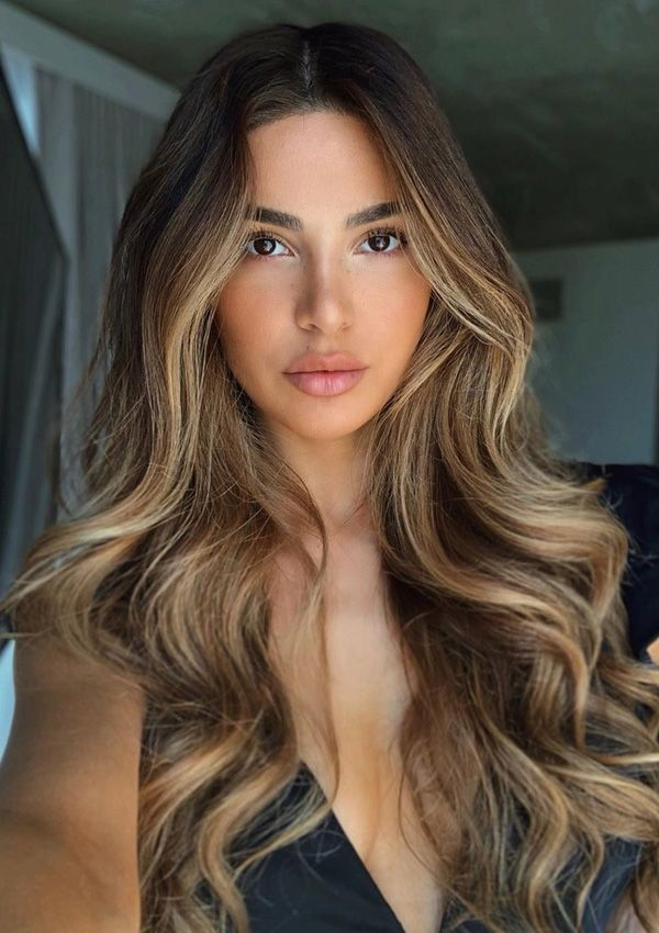 See here best ever ideas of long hair styles with balayage hair colors highlights. Brown Hair Balayage, Brown Blonde Hair, Hair Color Balayage, Blonde Hair For Brunettes, Balayage Hair Brunette With Blonde, Brown Hair With Golden Highlights, Blonde Highlights Long Hair, Brunette Highlights Lowlights, Hair Colour Ideas For Brunettes