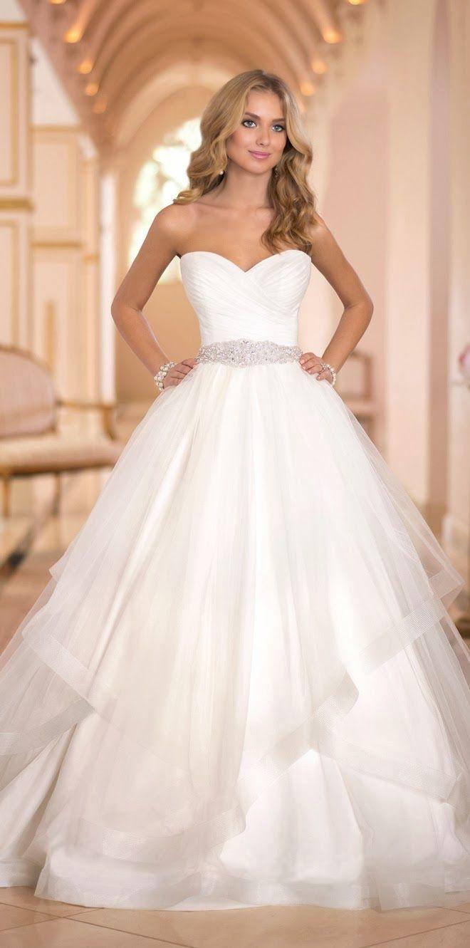 Stella York Fall 2014 - Belle the Magazine . The Wedding Blog For The Sophisticated Bride  #vestidodenovia | # trajesdenovio | vestidos de novia para gorditas | vestidos de novia cortos  http://amzn.to/29aGZWo