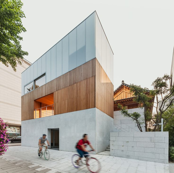 Built by Kim Jongkyu,m.a.r.u.network in Seoul, South Korea with date 2013. Images by Kyungsub Shin. Arumjigi means 'People who preserve and take care of our beautiful culture'. And the building recently completed near...