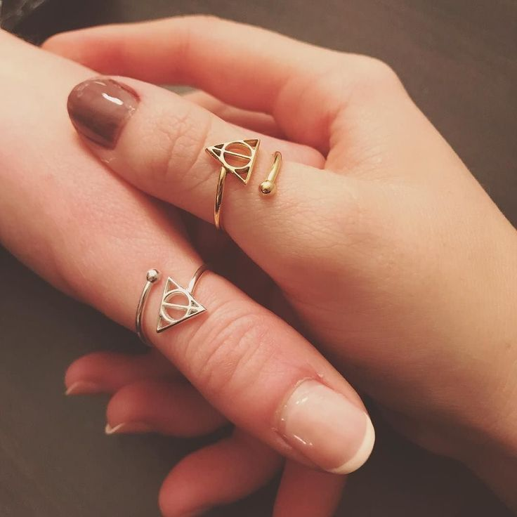 You're never too old for best friend rings, especially when they are Harry Potter, Deathly Hollows rings. : (IG) @emmreise
