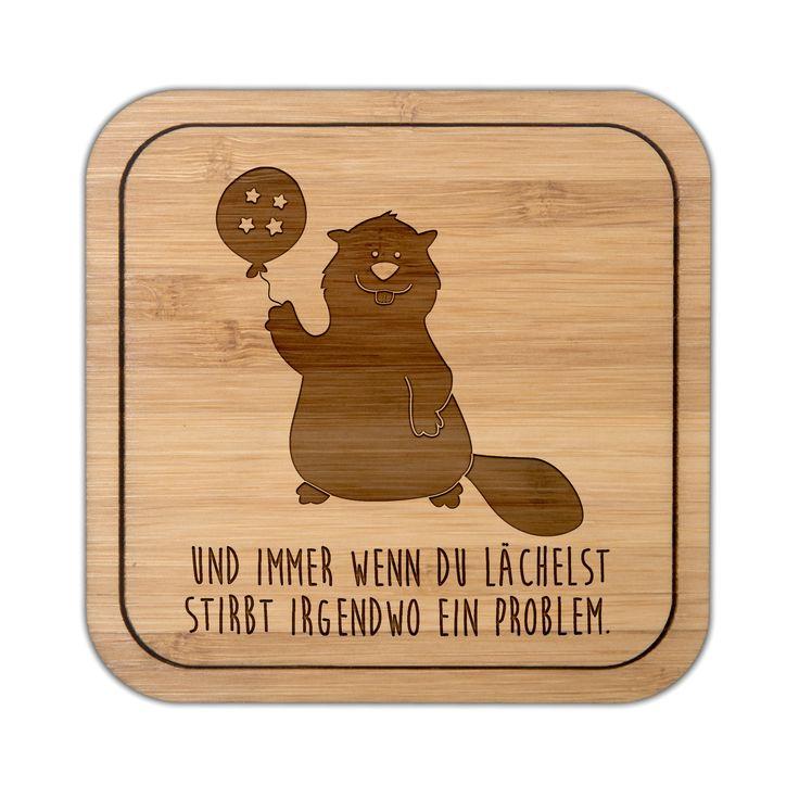 Untersetzer quadratisch Biber aus Bambus  Coffee - Das Original von Mr. & Mrs. Panda.  Diese quadratischen Untersetzer mit abgerundeten Kanten sind ein besonderes Highlight auf jedem Esstisch. Jeder Gläser Untersetzer wurde mit viel Liebe handgefertigt und alle unsere Motive sind mit besonders viel Hingabe von unserer Designerin gestaltet worden.    Über unser Motiv Biber  Biber sind Nagetiere, die es lieben, Staudämme zu bauen und zu tauchen. Sie sind nach den Wassermeerschweinchen die…