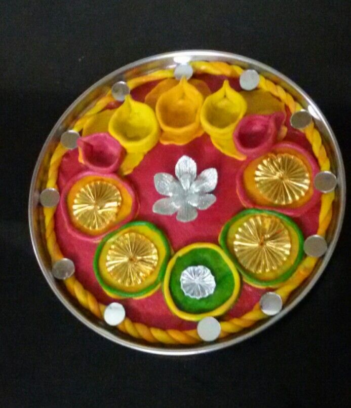 Pin by seema loharuka on aarti ki thali pinterest for Aarti thali decoration images