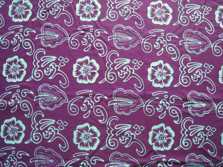 Motif batik khas Bengkulu, merupakan sebuah adopsi campuran dari motif kaligrafi Jambi dengan Cirebon. Adopsi itu membentuk sebuah desain batik khas Bengkulu. Batik khas Bengkulu secara umum terdiri dari dua jenis. Pertama adalah batik Besurek dengan motif khasnya berupa tulisan kaligrafi. Dan batik Pei Ka Ga Nga atau disebut juga dengan batik Ka Ga Nga yang motifnya berupa tulisan asli masyarakat Rejang Lebong. Written By John Singai. #sanubaribatik #batikbengkulu