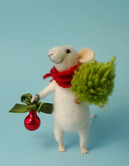 Needle Felted mouse , Christmas mouse , Mouse with a Christmas tree , Christmas Decoration , Art Doll , Waldorf animal , Eco-friendly