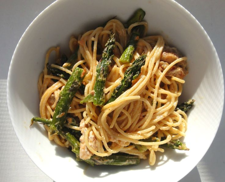 Too much good this simple dish, made with fresh ingredients and healthy; the bitter taste of wild #asparagus is well compensated by the #sausage with fennel seeds that give to the dish a touch of freshness and digestibility! #molise