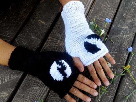 Black Glove, White Gloves, Knit Mittens, Hand Warmer, Winter Gloves, Gloves, Pompom Gloves, Knitted Gloves, Women gloves, Arm Warmers, Girls