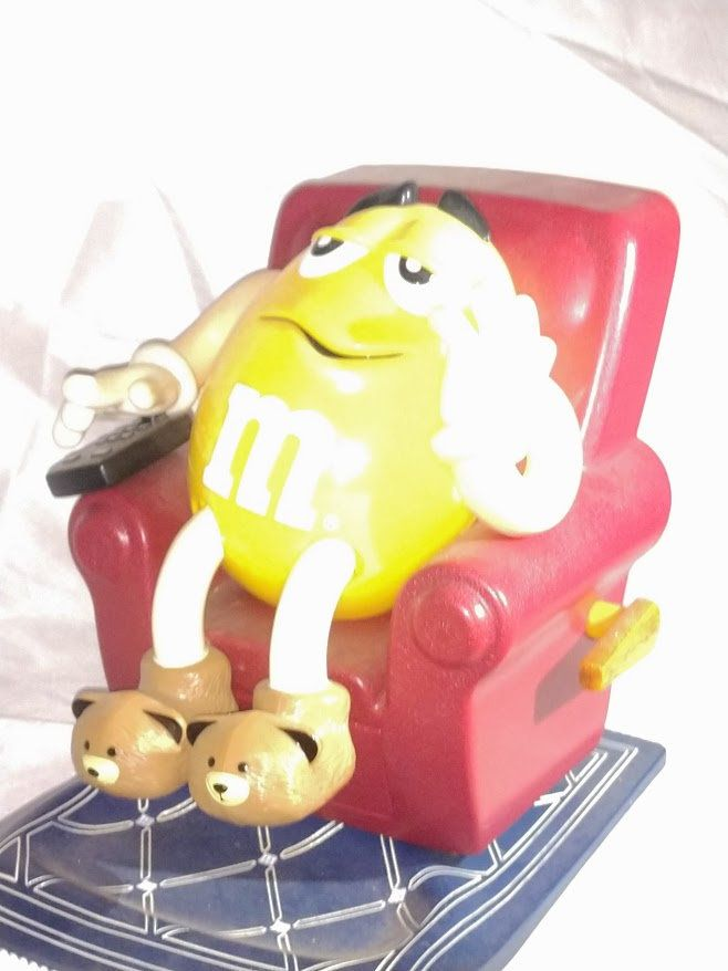 Vintage Collectible M/&M/'s Yellow Lazy Boy Chair Recliner Candy Dispenser 1999