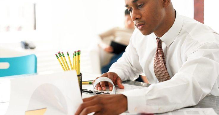 Descripción del trabajo de un agente de seguros de líneas comerciales . Los agentes de seguros venden seguros a individuos, familias y empresas. El agente comercial centra sus solicitudes sobre las empresas y representa pólizas como la responsabilidad civil general, la remuneración de los trabajadores y los ingresos del negocio.