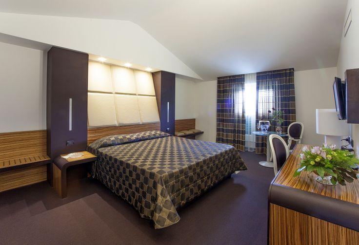 Junior suite con doccia #juniorsuite #brown #marrone #room #hotel #4stelle #4stars