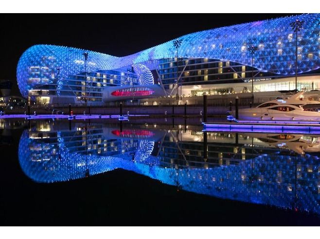 the yas hotel abu dhabi The Yas Hotel : the largest hotel that uses LED lights