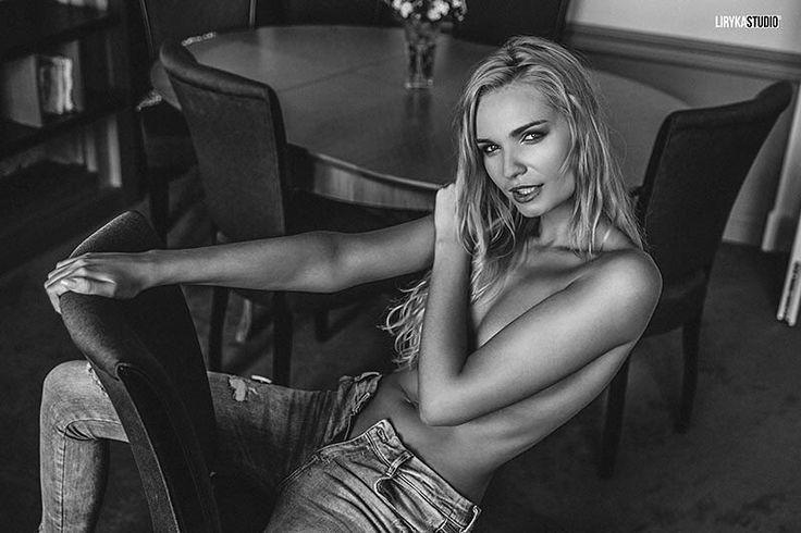 Model: @nathalie_tom / Make up: @aleksandraaszyk #girl #longlegs #blonde #naked #photosession #body #fit #model #modelka #sesjazdjeciowa #apartament #poznan #room #lirykastudio