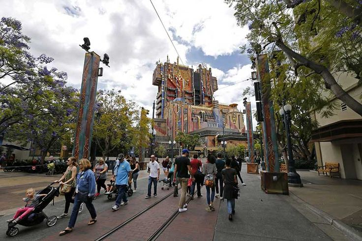 Visitors at Disneyland and California Adventure are experiencing more sore feet and sunburns while waiting to ride some of the parks' increasingly popular attractions.