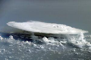 Nuvens: nuvem Cumulonimbus a África Ocidental