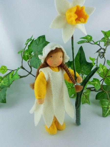 Blumenkinder Osterglocke gelb/weiß, Mädchen von Tanjas Blumenkinder auf DaWanda.com