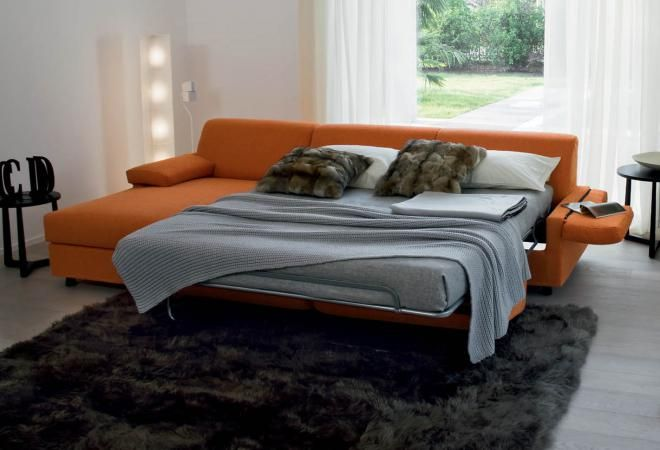 divano letto arancione