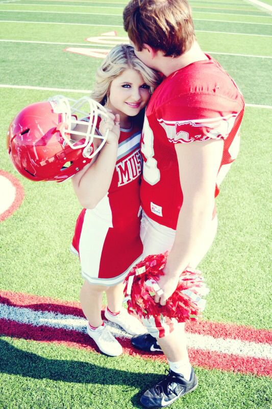 Football player/Cheerleader couple photography. Super cute!