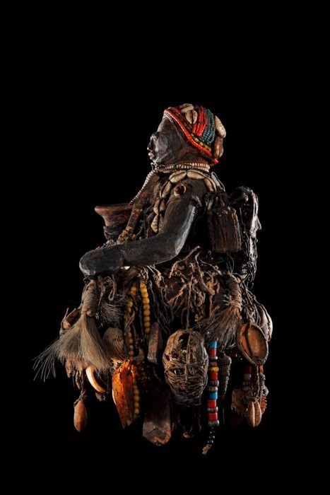 Sculpture vaudou Fon, Benin Wood, rope, bones, duck skull, metal, terracotta, shells, beads, feathers, cloth, hair & plants 30x18x17 cm Coll. Michel Propper The exhibition Vodun: African Voodoo from the private collection of Anne and Jacques Kerchache at