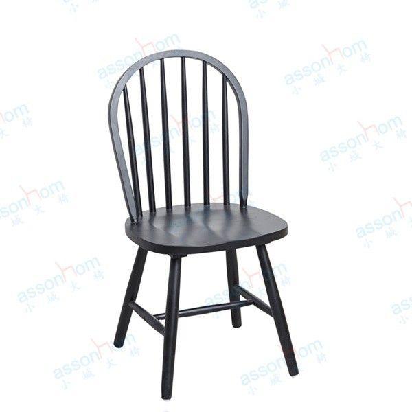 jaul Kursi makan cafe Windsor material kayu jati, produk kursi bergaya klasik mewah , warna hitam sehingga terlikat elegant.