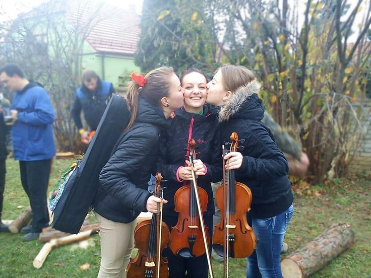 Moravian folklore, violin girls