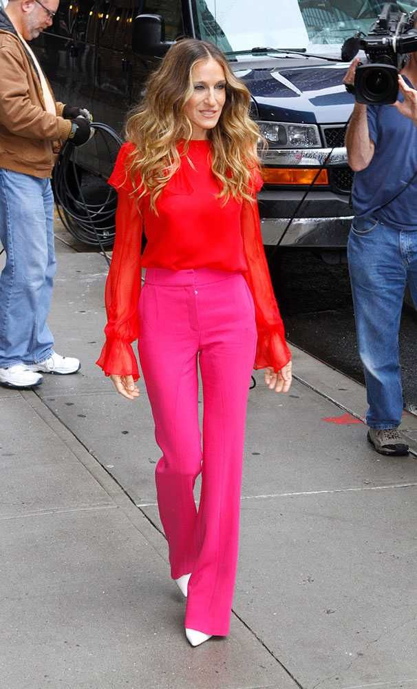 Every time Sarah Jessica Parker has dressed like Carrie Bradshaw | Red and pink: such a Carrie colour combination.