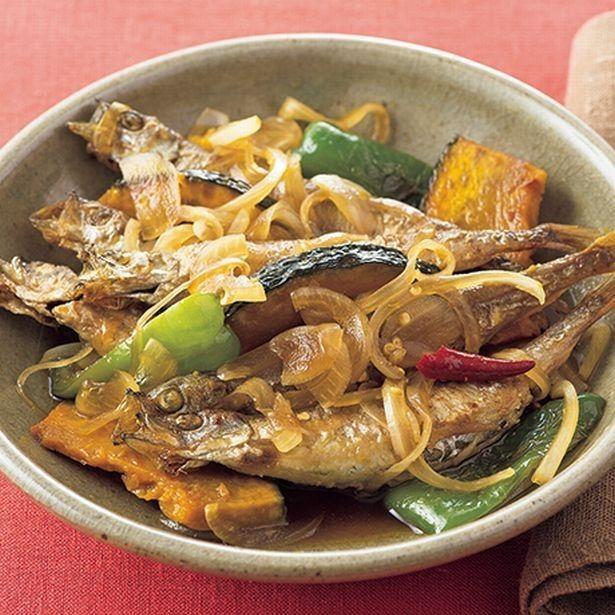 ししゃもも野菜もフライパンで次々焼いて、漬け汁にひたすだけ! 揚げなくてもおいしい南蛮漬けです。調理工程が少ないだけでなく、油で揚げない分カロリーは控えめ、さっ...