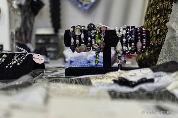 Jewellery by @BetteLove15 at Footfall, Gravesham Borough Market , last week this week. #LYLM2014 @GravesendArts pic.twitter.com/vwmb3Zi8Zs