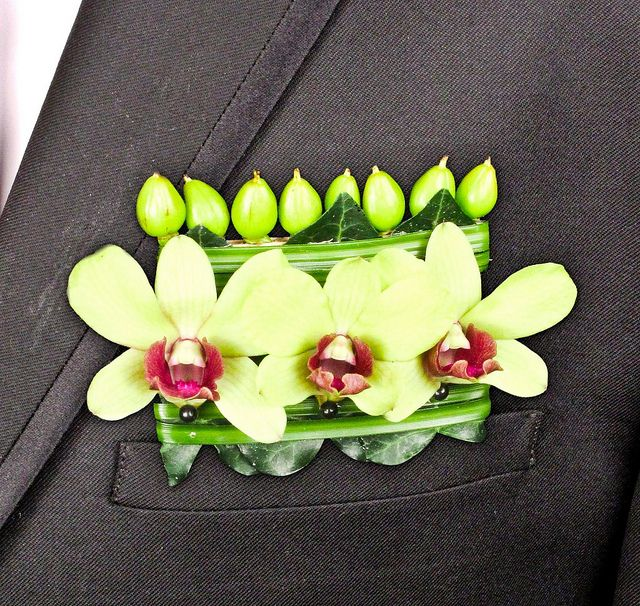 """Pocket Square"" boutonniere with dendrobium orchids and hypericum buds: Ideas Pockets, Pockets Boutonnieres, Dendrobium Orchids, Pockets Squares, Grooms Flowers, Grooms Boutonnieres, Orchids Pockets, Blumz By Jrdesign, Flowers Factors"