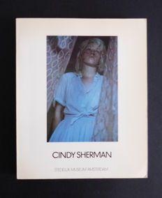 Cindy Sherman - Tentoonstelling in Stedelijk Museum Amsterdam - 1982