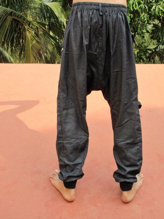 Hombres cómodos en pantalones de algodón negro Talla única un bolsillo grande en el lado Botones de coco Longitud de las piernas 111 cm Lavar a 30 °