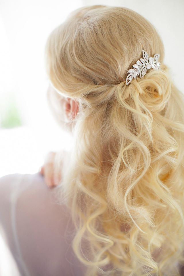 Wedding hairstyle with loose curls and hair accessory