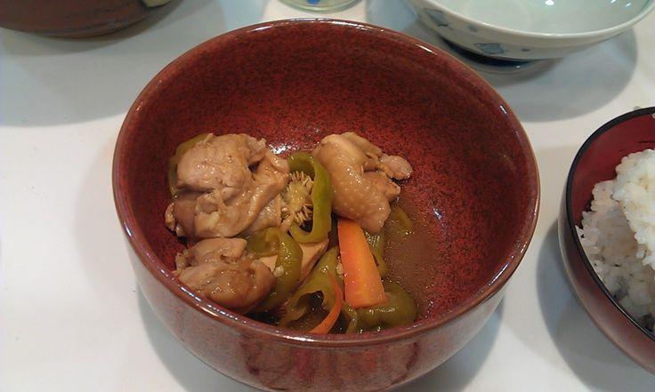 不味そう飯: 鶏肉のさっぱり煮。鶏肉を1カップくらいの酢とシークァーサー汁、それと砂糖醤油で煮る。