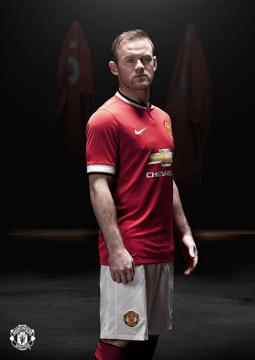 One of my favorite player in the BPL, Wayne Rooney. I recently saw a match between Manchester United and Club Brugge and it was a pleasure to see him play.
